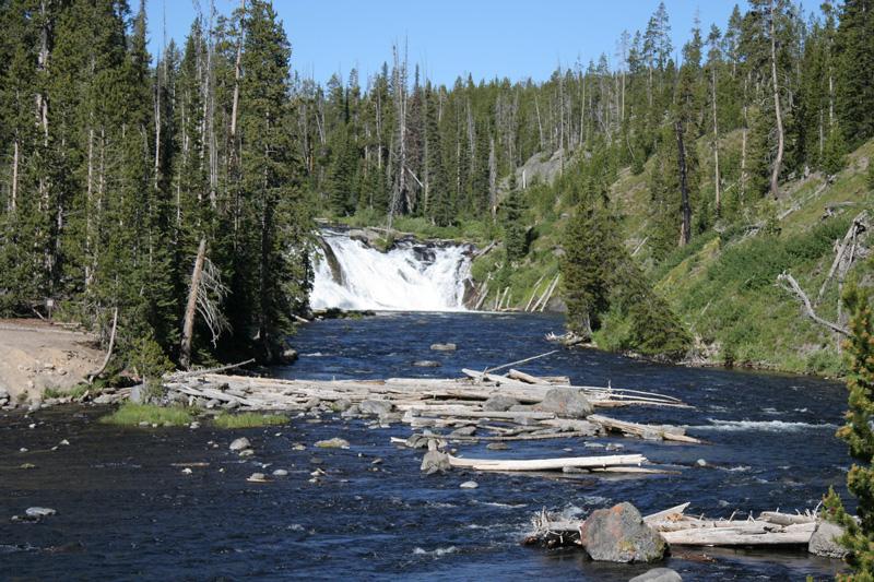 chute d'eau après l'entrée de Yellowstone